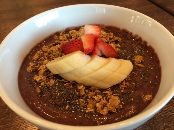 Breakfast açaí bowl
